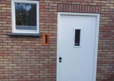 hardhouten kozijn en voordeur